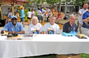 Walk, Waggle & Stroll Contest Judges: Commissioner Dennis Moss, Honorary Board Director Carol Russo, Board Director Ray Casas, Commissioner Carlos Gimenez