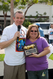 Lenor Ryan, Shops at Midtown Miami, receives plaque for being Top Dog Sponsor