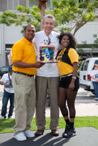 Opa Locka Hialeah Flea Market receives plaque for being Show Dog Sponsor